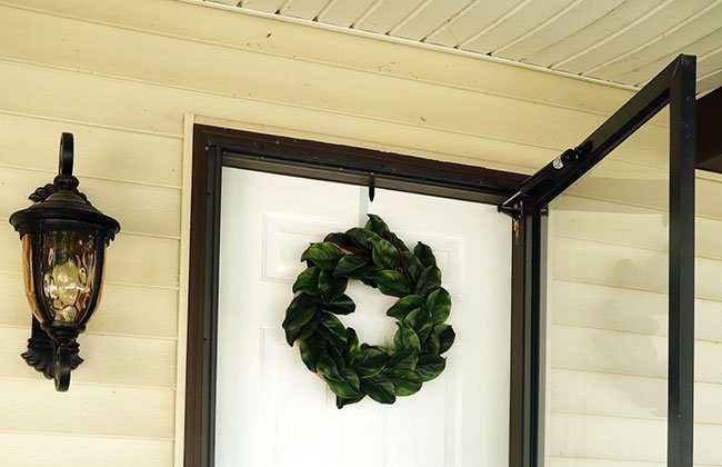 DIY Magnolia Wreath {12 Months of Wreaths}