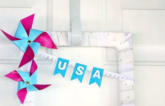 Patriotic Pinwheel Wreath (Using Duck Tape!) {12 Months of Wreaths}