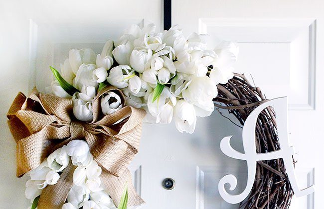Monogrammed Tulip Wreath w/ Burlap Bow {12 Months of Wreaths}