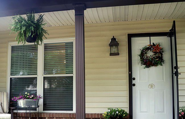 Front Porch Makeover – Door & Bench Touch Up {Curb Appeal Blog Hop}