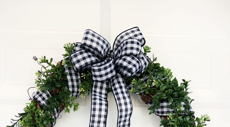 Cozy & Rustic Boxwood Wreath {12 Months of Wreaths} + Recap of ALL 12 Months!